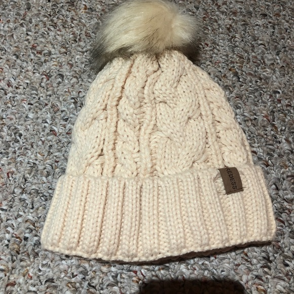 Redess hat